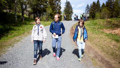 2b8e515a 12-åringene Jesper (til venstre) og Sindre (til høyre) blir intervjuet