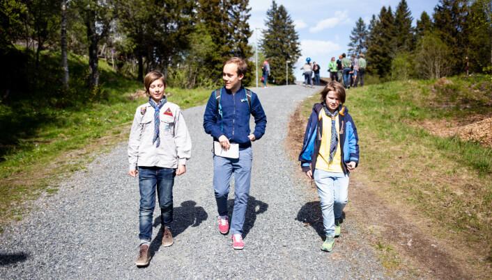 12-åringene Jesper (til venstre) og Sindre (til høyre) blir intervjuet av både Aftenposten junior og Journalisten. Foto: Eskil Wie Furunes