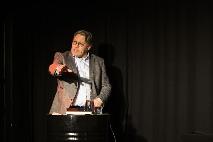 – Redaktøransvaret innebærer ingen publiseringsplikt, sier politisk redaktør Skjalg Fjellheim i Nordlys, her under debatten om Frode Berg-saken. Foto: Kristine Lindebø