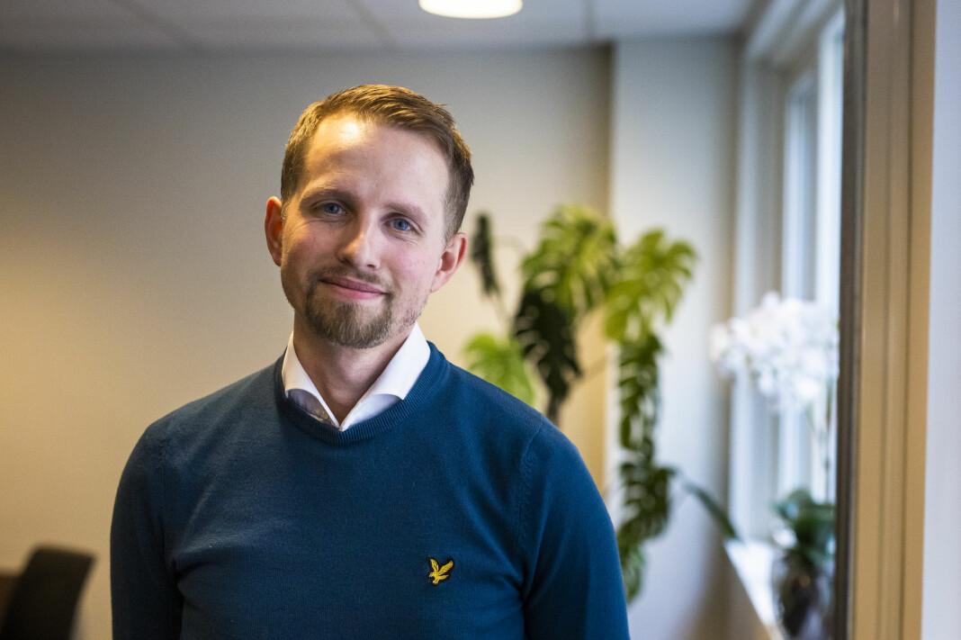 Sjefredaktør Helge Nitteberg sier Nordlys har måttet gjøre en jobb selv for å finne kvalifiserte sommervikarer i år.