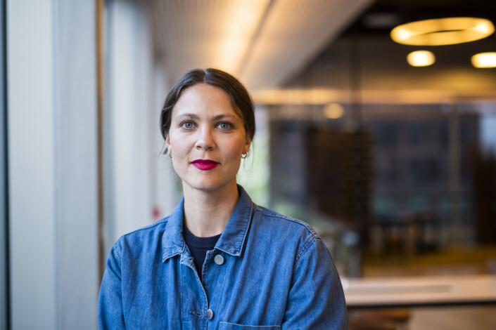Sofie Amalie Klougart, er vikarierende fotosjef i Morgenbladet. Før det var hun frilansfotograf i Danmark. Foto: Kristine Lindebø
