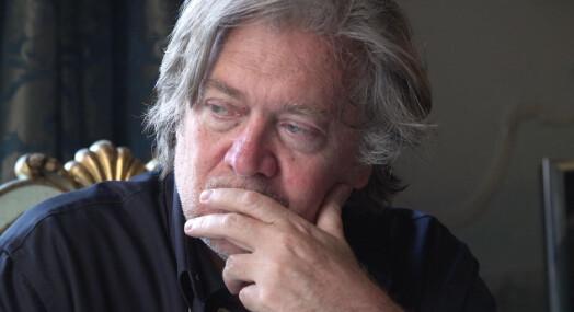 Regissør bak Steve Bannon-dokumentar er lite imponert over norsk presse: – Kan de ikke foreta et nettsøk, liksom?