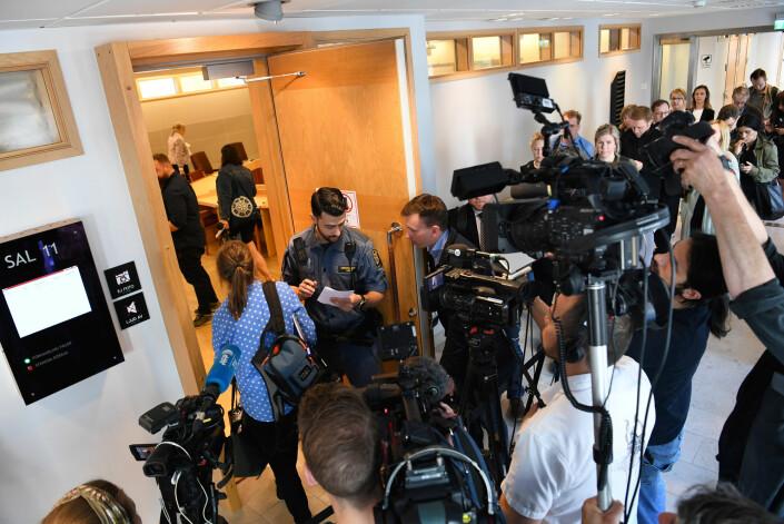 Et stort pressekorps fulgte rettsavgjørelsen i Sverige.