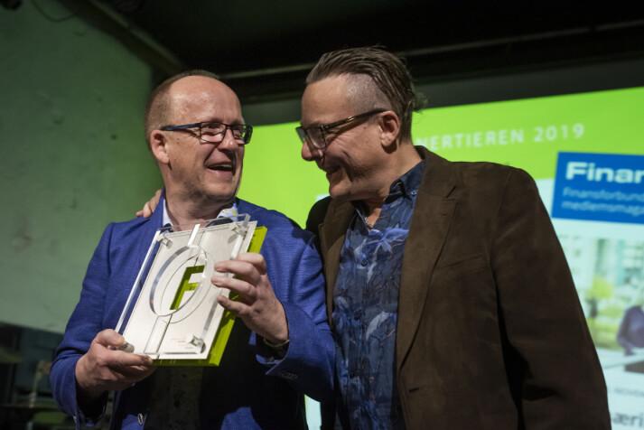 Innertieren 2019 gikk til Finansfokus, ved journalist Sjur Anda (t.h.) og redaktør Svein Åge Eriksen for temautgaven «Compliance». Foto: Kristine Lindebø