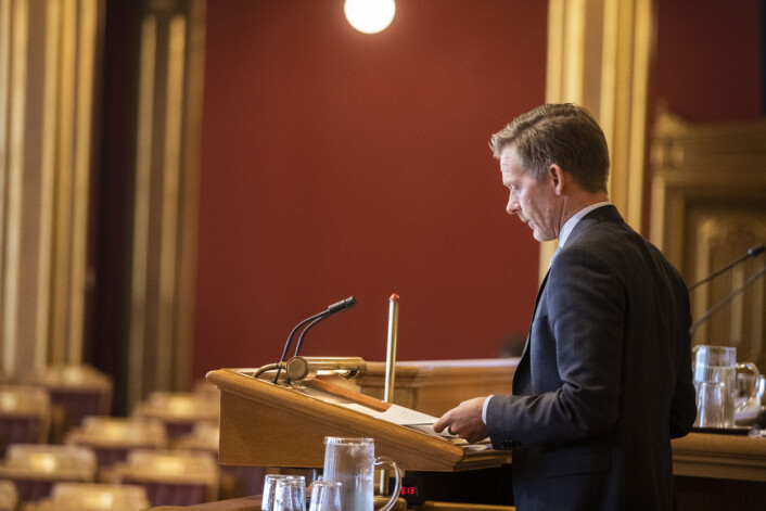 Saksordfører i familie-og kulturkommiteen, Høyres Tage Pettersen, la fram mediestøttemeldinga. Foto: Kristine Lindebø