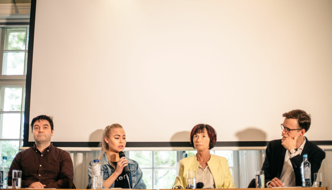 Pål Hellesnes (NJ), Ingeborg Senneset (Aftenposten), Hege Storhaug (Human Rights Service) og Hallvard Moe (Universitetet i Bergen) i debatt om medienes tillit. Foto: Marte Vike Arnesen