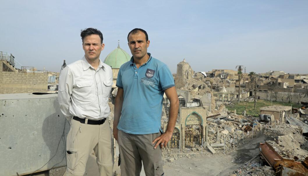 Aftenpostens korrespondent Tor Arne Andreassen på jobb i Mosul sammen med Afshin Ismaeli. Arkivfoto: Aftenposten