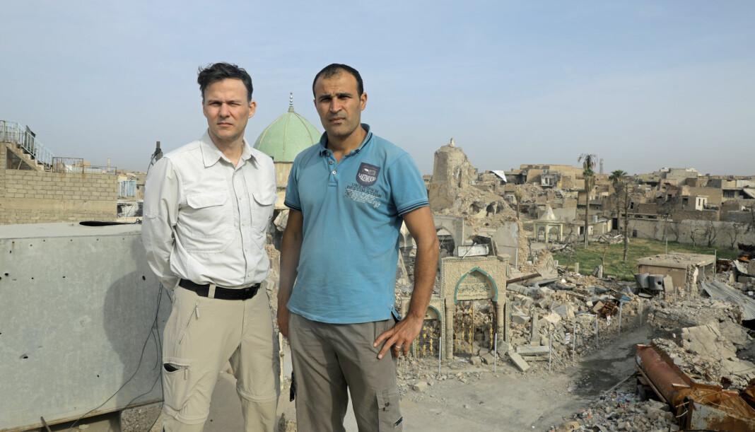 Aftenpostens korrespondent Tor Arne Andreassen på jobb i Mosul sammen med Afshin Ismaeli. Foto: Ala Hushyar Tayyeb / Aftenposten