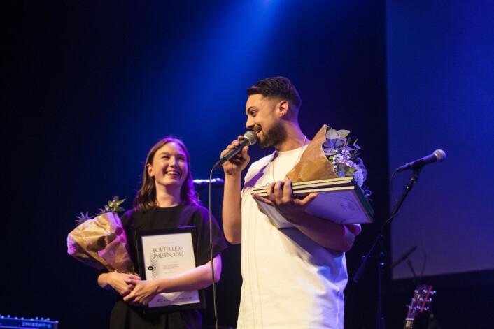 Natalie Remøe Hansen og Kristoffer Kumar tok imot hederlig omtale for «Tindersvindleren». Foto: Kristine Lindebø