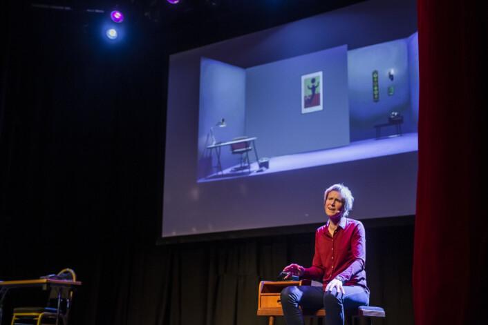 Linda Eide fortalte om «Mottro» og «meirfiksjon» på Fortellingens kraft i Bergen. Foto: Kristine Lindebø
