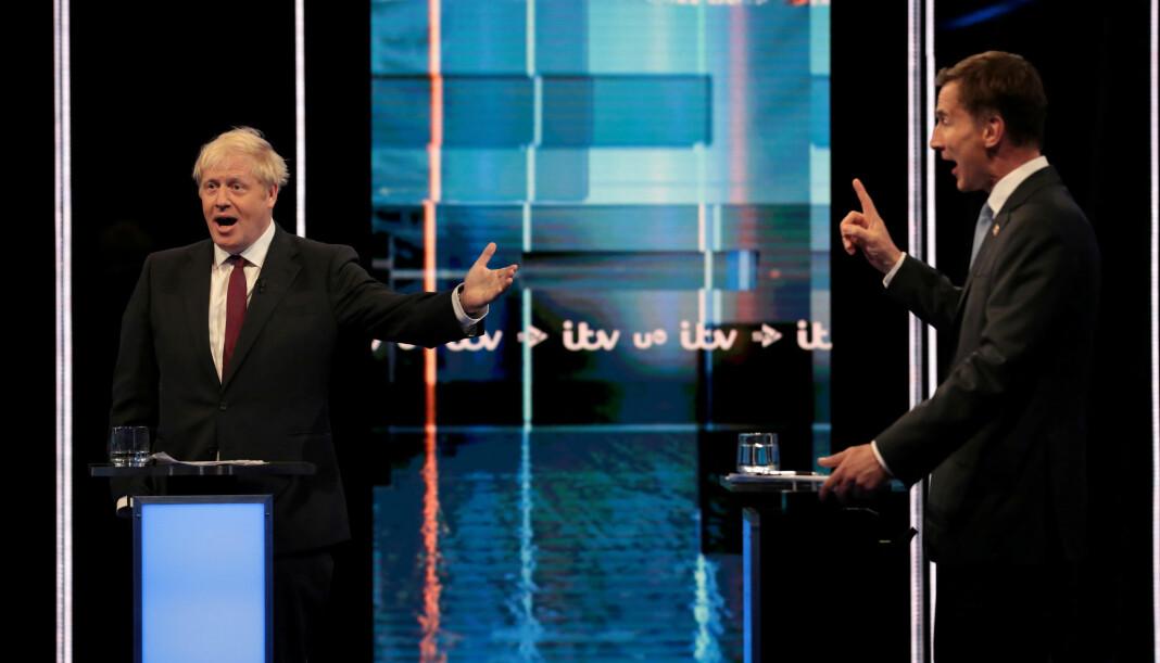 Boris Johnson (t.v.) og Jeremy Hunt møttes til TV-debatt tirsdag. Foto: Reuters / NTB scanpix