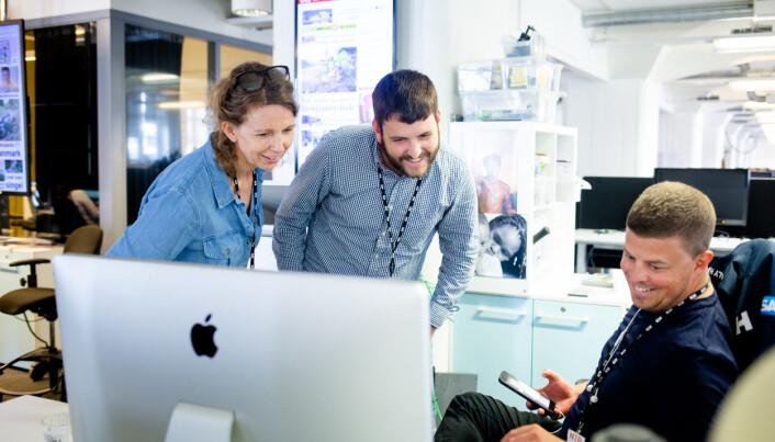 Her er Ryan Kelly sammen med visuell redaktør Christina Dorthellinger Nygaard og fotofrilanser Trond R. Teigen.