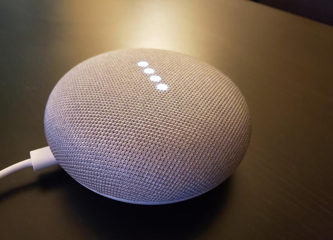 Smarthøyttalere med Google Assistant innebygd, som for eksempel Google Home, tar opp lyd når man snakker til den. Foto: Reuters / NTB scanpix.