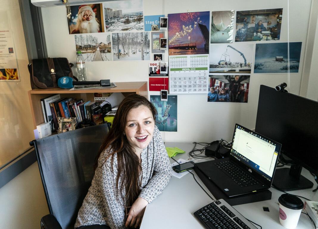Ksenia Novikova på kontoret i Kirkenes. Foto: Erik Andreassen