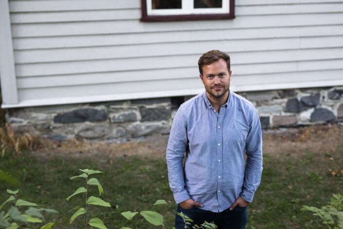 Erlend Berge etter åpninga av fotoutstillinga «Sjå eg kjem snart» på Betlehem bedehus, som nå står på Norsk folkemuseum i Oslo. Foto: Kristine Lindebø