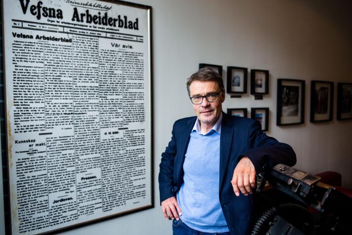 Geir Arne Glad, sjefredaktør i Helgelendingen, er glad for nettavissatsingen iSandnessjøen. Foto: Eskil Wie Furunes