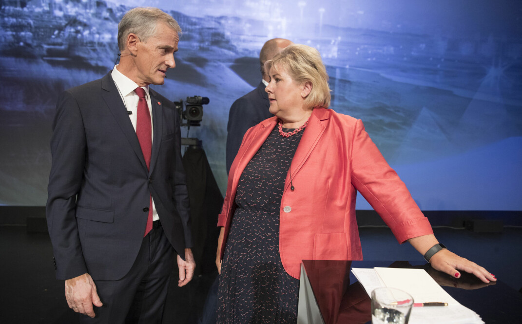 Ap-leder Jonas Gahr Støre og Høyre-leder og statsminister Erna Solberg (H) skal mandag igjen barke sammen under partilederdebatten i Arendal. Her fra fjorårets debatt. Foto: Terje Pedersen / NTB scanpix