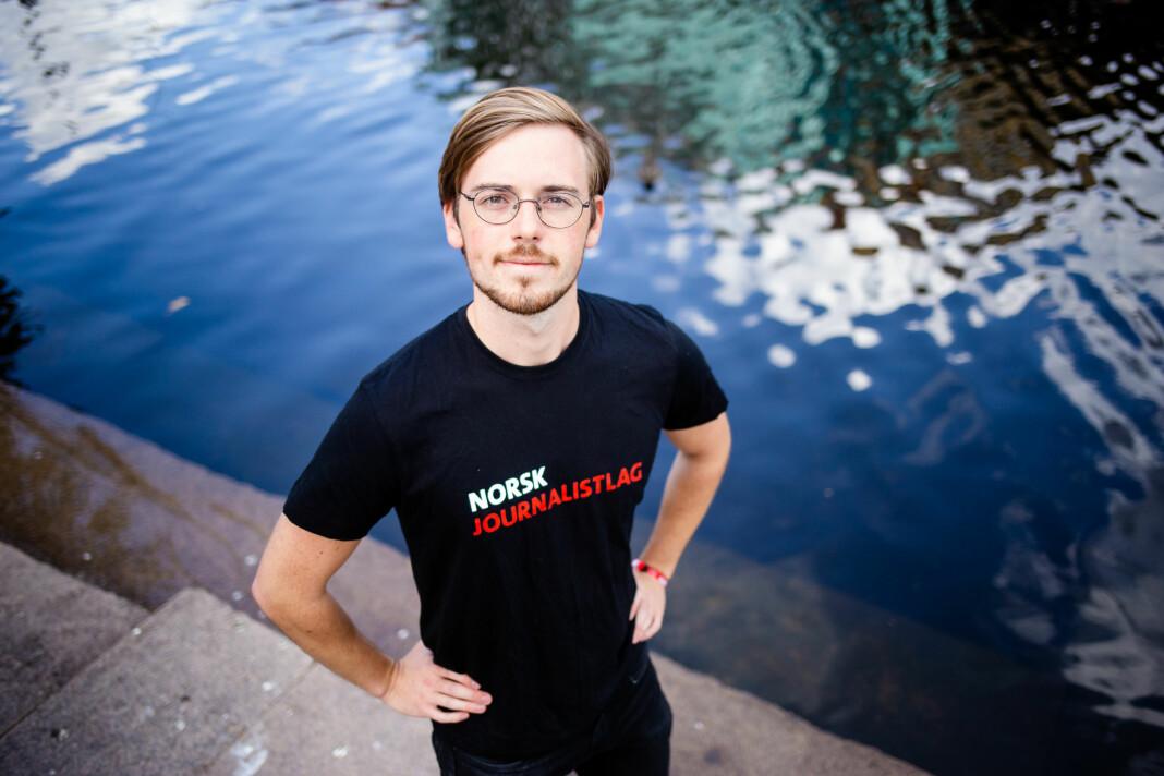 Henrik Hokaasen Røyne, leder for NJ Student, oppfordrer mediehusene til å gjøre sitt ytterste for å beholde sommervikarene.