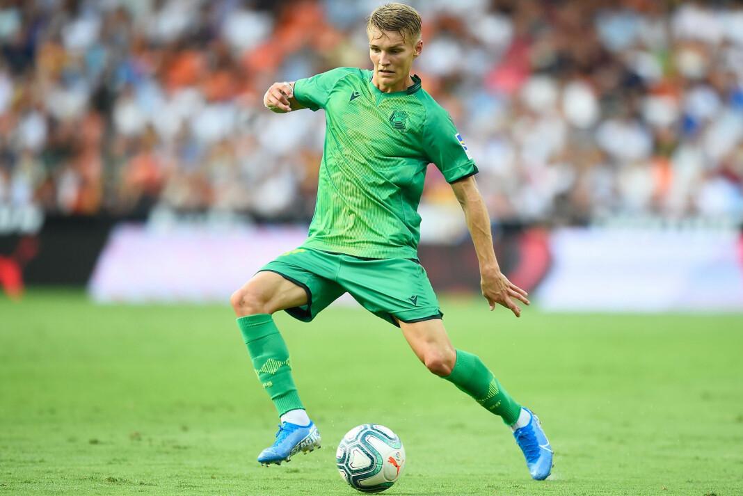 Martin Ødegaard i aksjon i debutkampen for Real Sociedad i La Liga lørdag. Framover blir den spanke ligaen og italienske Serie A også å finne på TV 2s plattformer, i tillegg til Strive. Foto: Jose Jordan / AFP / NTB scanpix