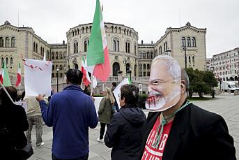 Demonstranter kastet egg og tomater på pressen under iransk besøk