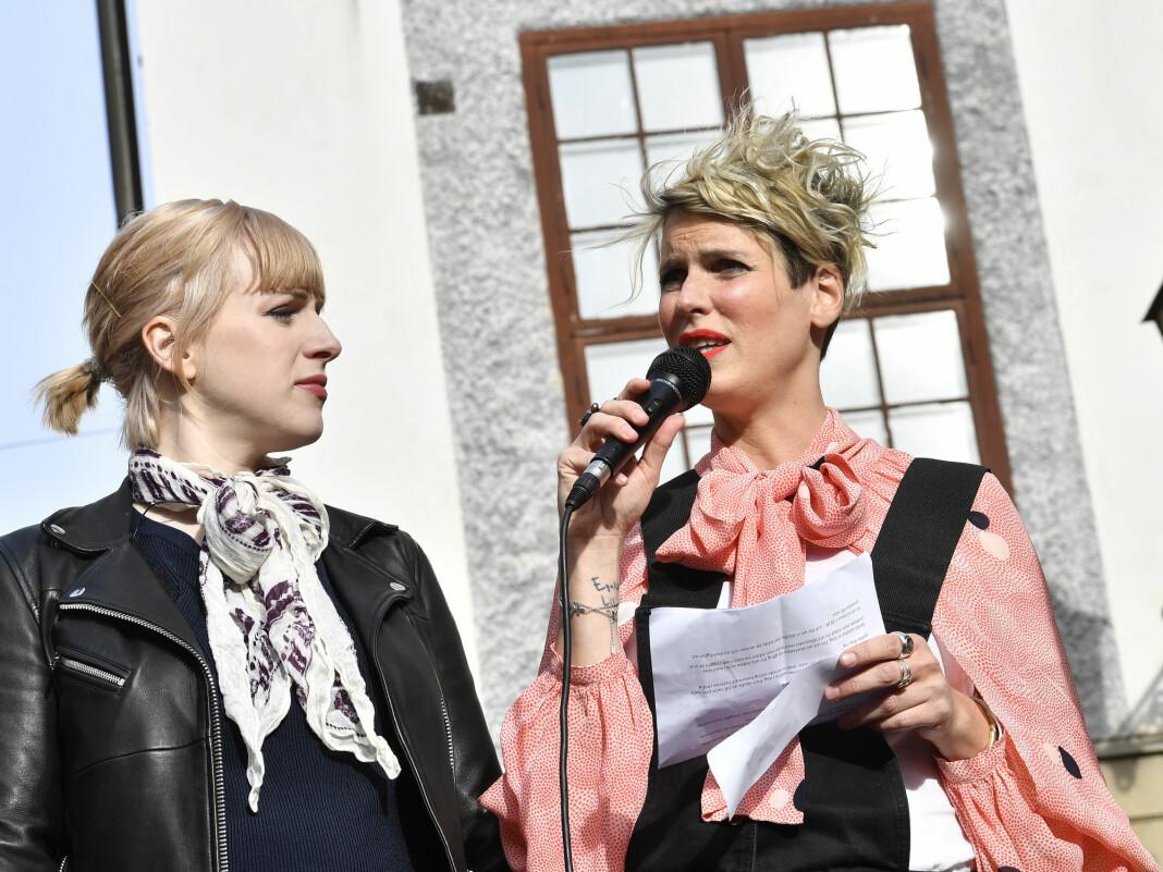 Cissi Wallin (t.v.) risikerer to års fengsel etter at hun i 2017 offentlig anklaget TV-profilen Fredrik Virtanen for å ha voldtatt henne. Foto: Jonas Ekströmer / TT / NTB scanpix