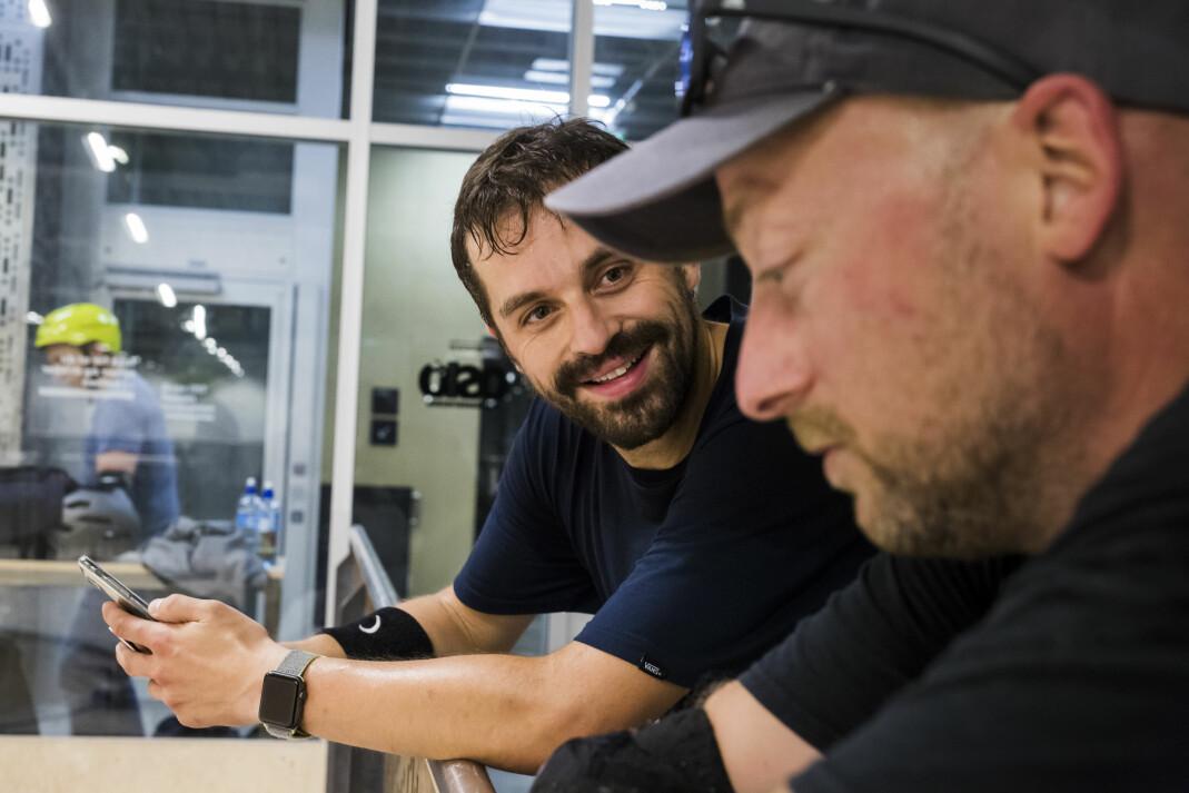 – Greia er at vi vil ha det gøy og ha en grunn til å møtes utenfor jobb. Det er det viktigste, sier Kent-Amar Eriksen, som er «founding father» i NRK Skate, sammen med Halvard Jakobsen (foran).