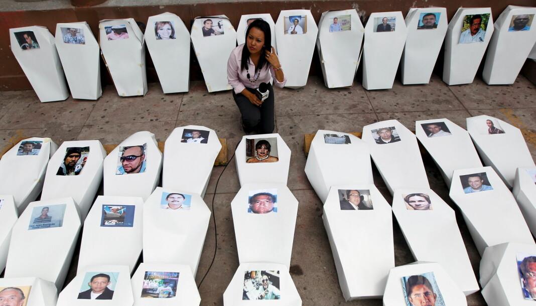 Edgar Joel Aguilar er den 79. journalisten som er drept i Honduras siden 2001. Bildet er fra en protest mot journalistdrap i landet fra 2016. Foto: Reuters / NTB scanpix