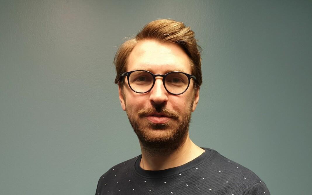 Mats Arnesen (31) begynner i Khronos redaksjon i Oslo kommende uke. Foto: Sofie Fraser / Khrono