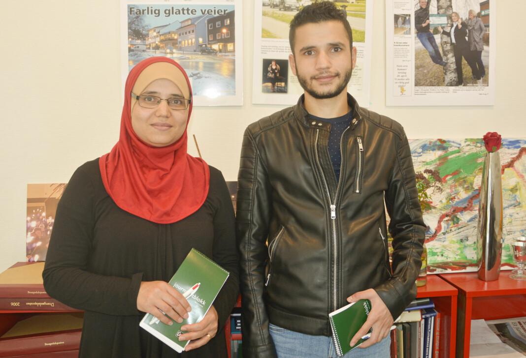 Aisha Hijazi og Najm EIDine Hijazi blir frilansjournalister for lokalavisa Drangedalsposten. Foto: Jan Magne K. Stensrud