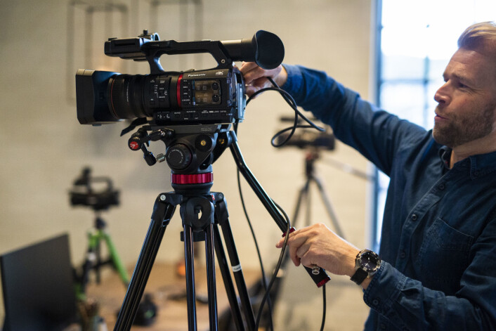 Eugene Hammer har satset på digitale flater siden han tok over som redaktør. Kveldens direktesendte valgvake er en produksjon med fire kamera.
