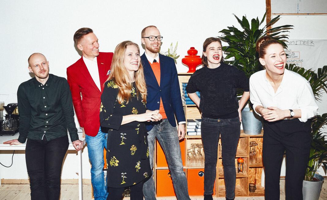 Direktør Jakob Moll (i midten) drømmer om å ekspandere det danske magasinet Zetland til utlandet. Foto: Zetland