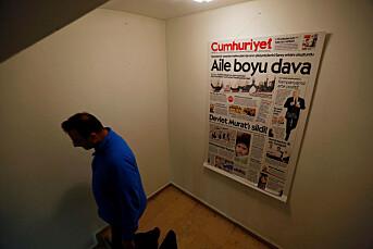 Tyrkisk domstol gir ordre om at fem journalister skal settes fri