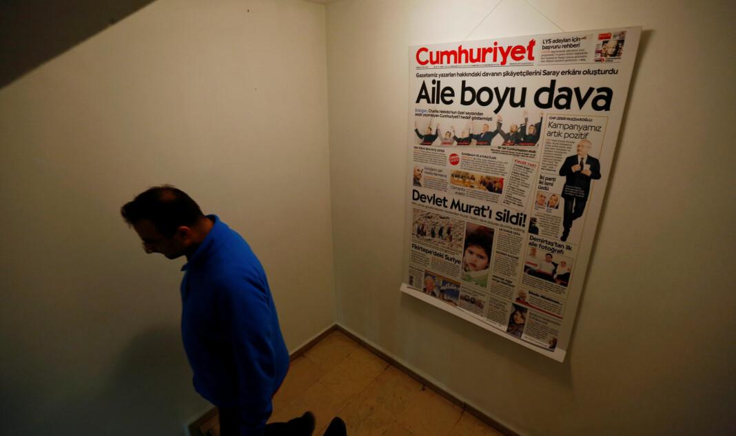 Fem ansatte i avisen Cumhuriyet skal løslates, har domstol bestemt. Foto: Reuters / NTB scanpix