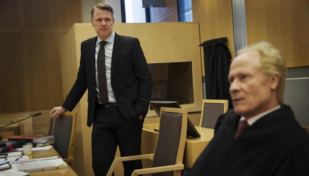 Hjernekirurg Per Kristian Eide (t.v.) vant fram mot TV 2 i tingretten. Nå er det klart for ankesak. Til høyre Eides advokat Per Danielsen. Foto: Andrea Gjestvang