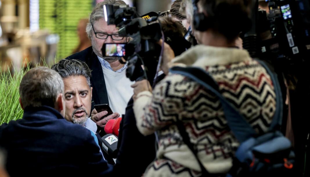 Abid Raja møtte pressen på Gardermoen ved en tidligere anledning.