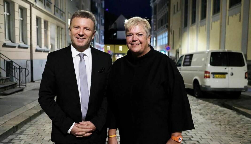Vebjørn Selbekk, sjefredaktør i Dagen og Korsets seier og utgavesjef Anne Gustavsen i forbindelse med at Dagen kjøpte avisen tidligere i høst.