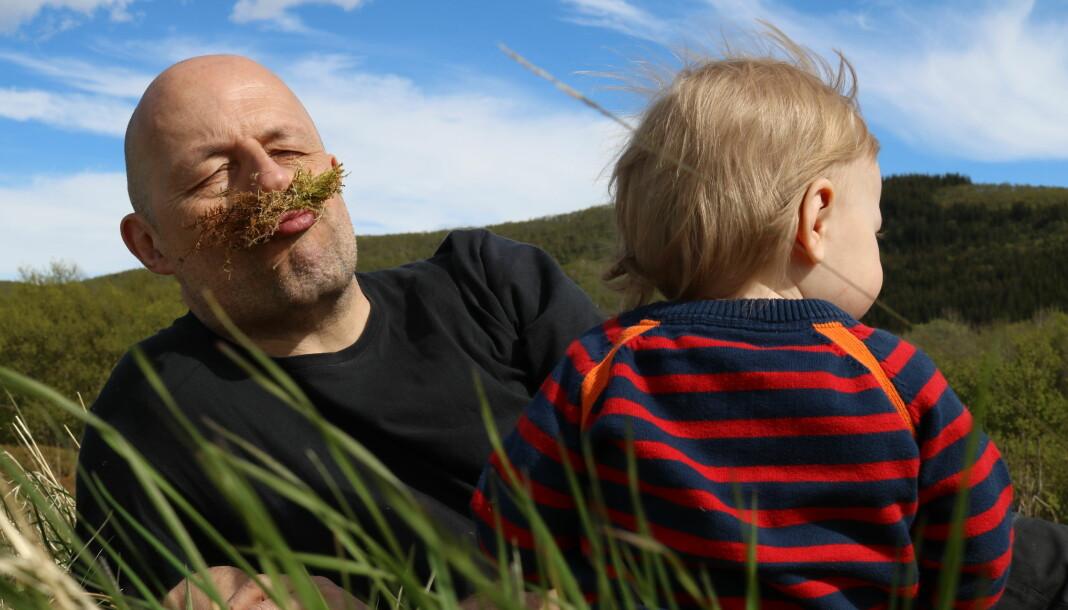 – Jeg tror det viktigste er at jeg er genuint nysgjerrig, både på smått og stort. , sier Leif Steiholt, journalist i Helgelands Blad. Foto: Privat
