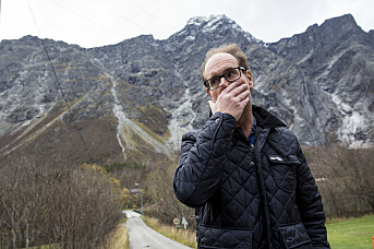 Det første bildet av Lars Olav Hustad i Scanpix-basen er fra 25. oktober 2014. Bildeteksten lyder: «Ordføreren håper raset fra fjellet Mannen snart går. Usikkerheten er en påkjenning, særlig for de evakuerte beboerne i området.» Foto: Tore Meek / NTB scanpix