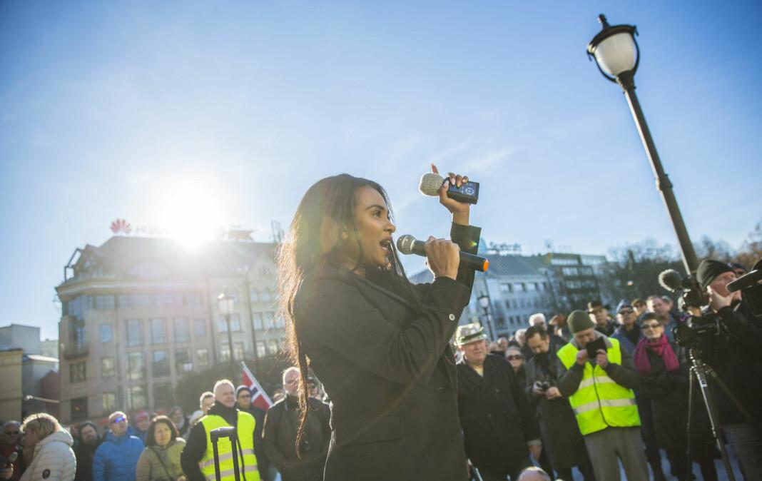 Xstra-redaktør Shurika Hansen under en appell til støtte for Sylvi Listhaug, noen dager før Listhaugs avgang som justisminister i mars 2018. Foto: Stian Lysberg Solum / NTB scanpix