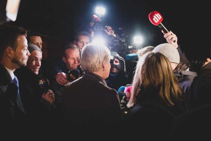 NRK Satiriks stormet pressemøte: «Kan du ikke si noe om budsjettet? Vær så snill!»