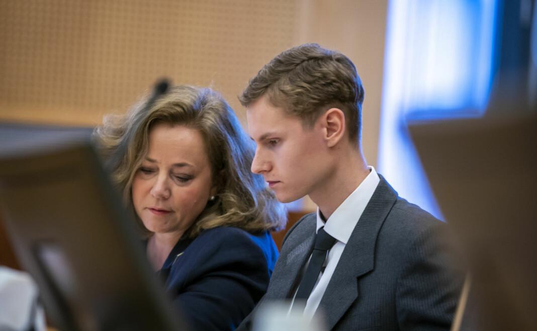 Philip Manshaus og forsvarer Unni Fries i Oslo tingrett mandag. Foto: Heiko Junge / NTB scanpix