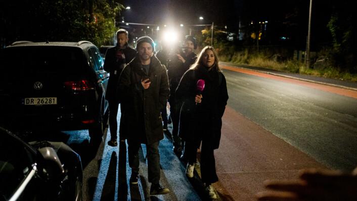 06.32: NRK Satiriks går fra journalist til journalist og stiller spørsmål i flokk.