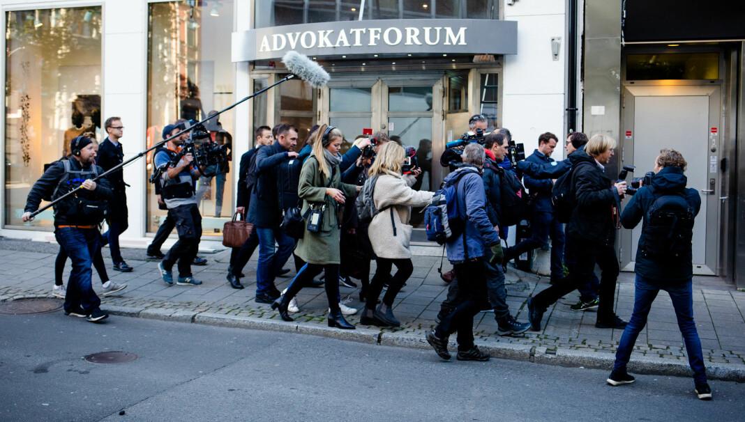 Norske medier beskyldes for å løpe i flokk. Noen ganger gjør de bokstavelig talt det.