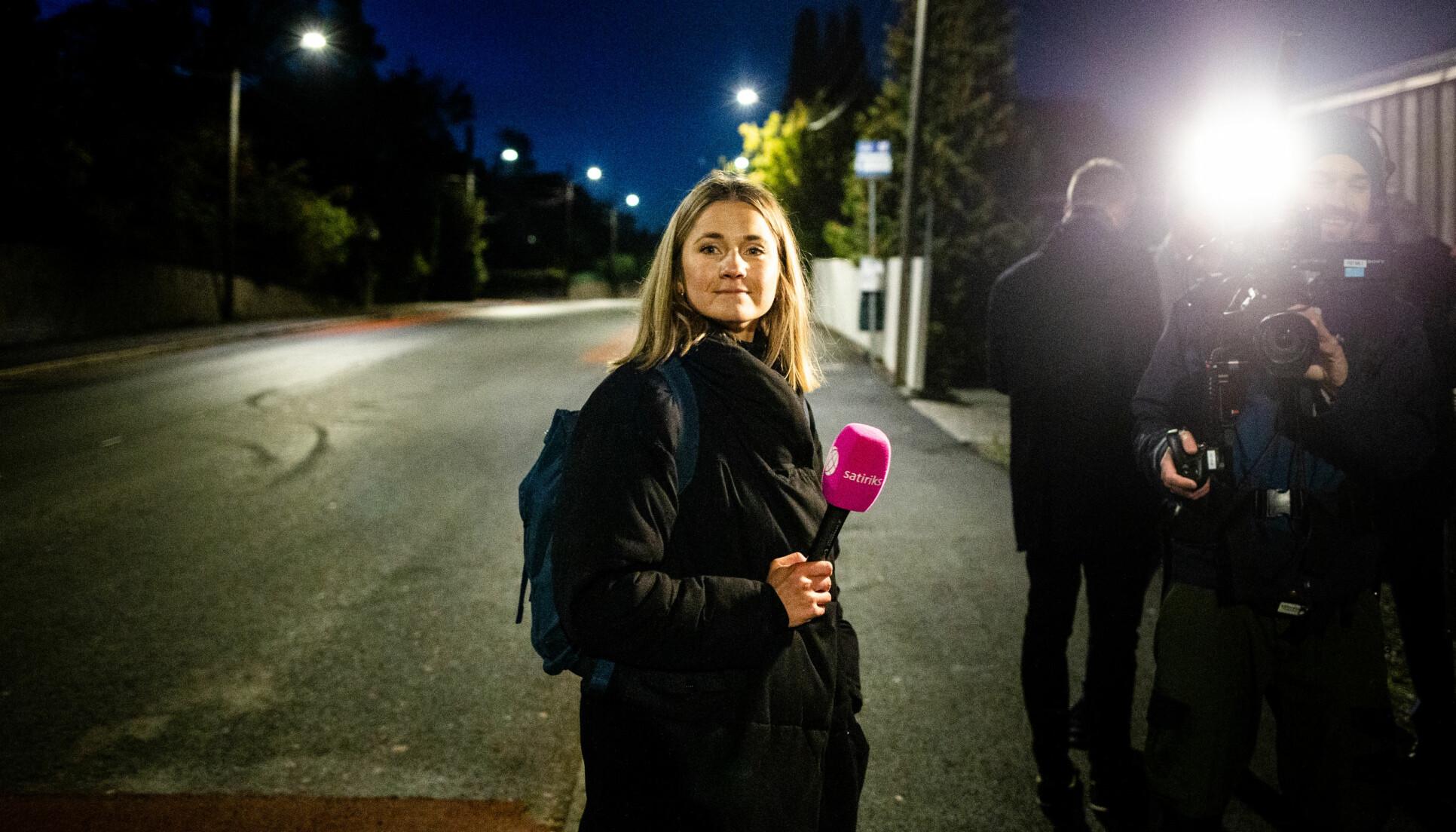 06.35: Tonje Holm Sandnes er på jobb for NRK Satiriks på statsbudsjettdagen. Foto: Eskil Wie Furunes