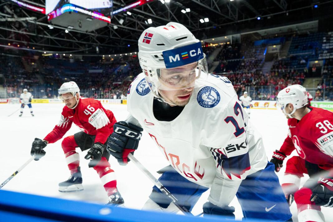 NENT Group har sikret seg rettighetene til ishockey-VM fra 2024 til 2028. På bildet er Stefan Espeland i aksjon under årets VM i Bratislava. Foto: Tore Meek / NTB scanpix