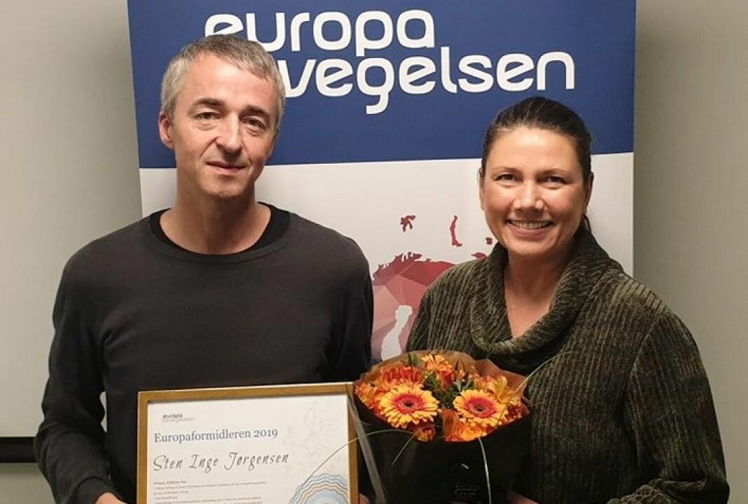 Utenriksjournalist Sten Inge Jørgensen sammen med Heidi Norby Lunde, leder av Europabevegelsen. Foto: Europabevegelsen