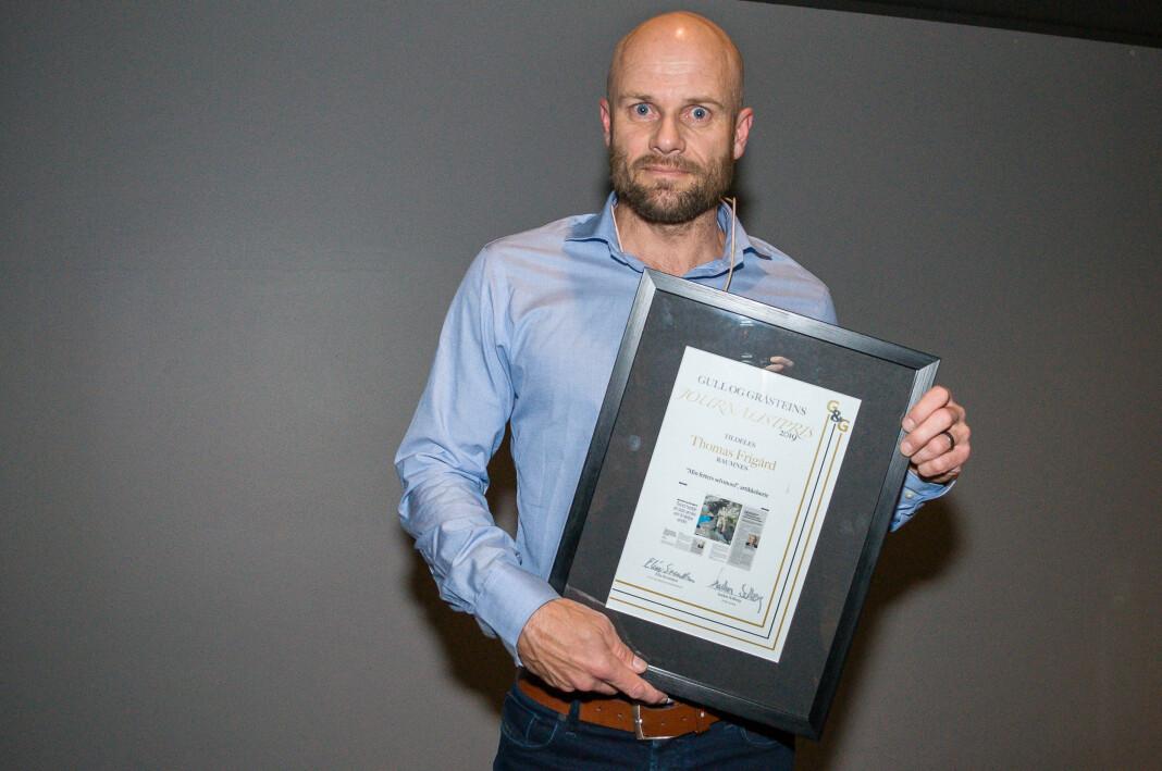 Vinner av Gull & Gråstein-prisen, Thomas Frigård for artikkelserien «Min fetters selvmord», som han skrev mens han var ansatt i Raumnes. Foto: Eirik Gullord / Gull & Gråstein
