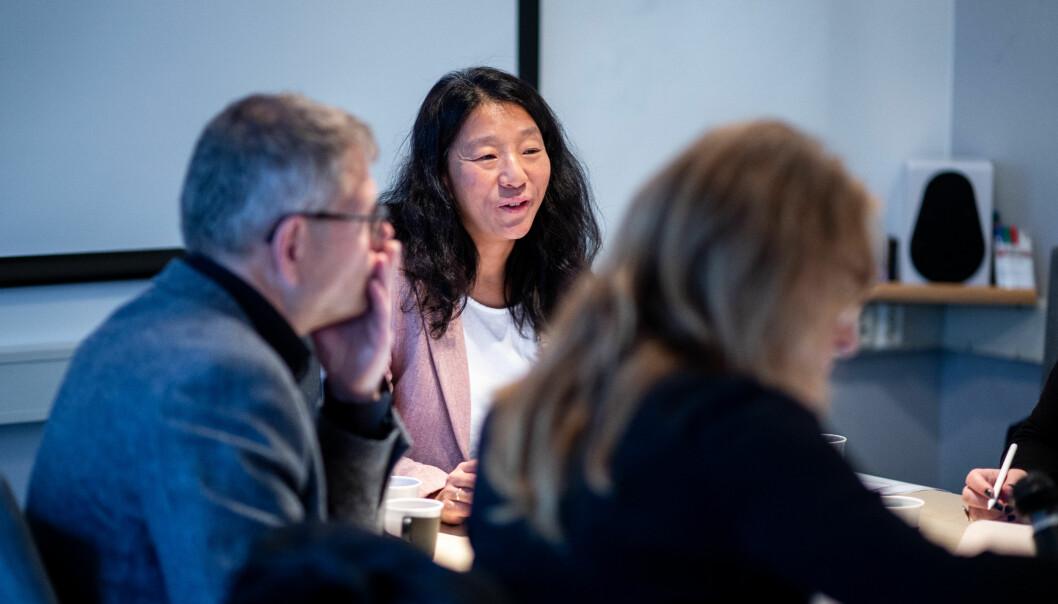 Lillesands-Posten gikk på fellelese for tre VVP-brudd hos PFU denne uka. Her ved leder Anne Weider Aasen. PFU-medlem Stein Bjøntegård i forgrunnen.