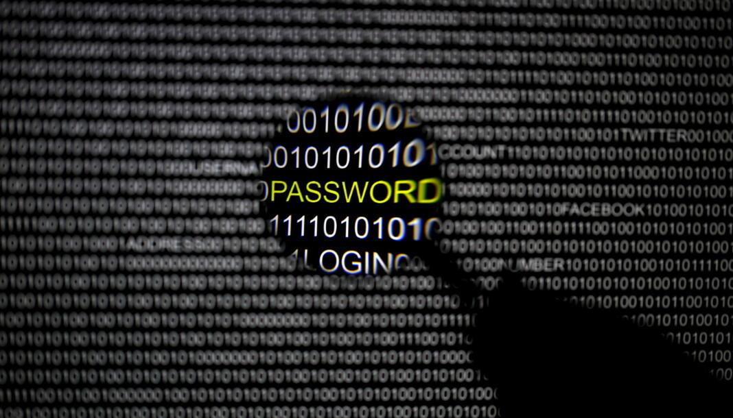 «Redaksjoner og frilansere bør ikke oppbevare sensitive filer på elektroniske produkter uten at de er kryptert», skriver Aksel Steinsvåg. Foto: Reuters / NTB scanpix