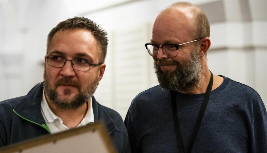 Det ble seier til Dagbladet for «Krabbekrigens ofre». Her representert ved Ola Strømman (t.v.) og Øistein Norum Monsen. Foto: Annika Byrde / Skup